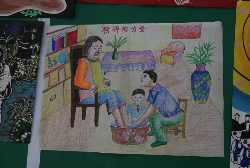 同学们的绘画作品.-成都举行 图说价值观 童心绘文明 校园绘画创评活