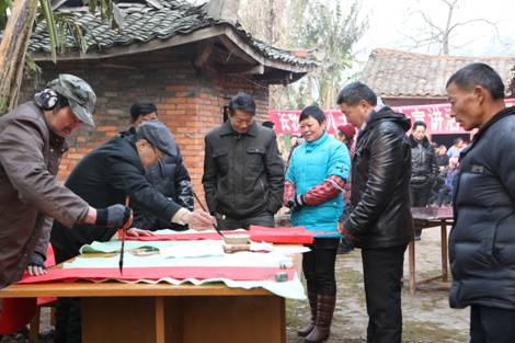 成都市蒲江县组织县文化馆,县图书馆,县书画家协会志愿者们来到长秋乡