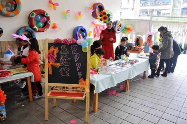 崇州市举办儿童跳蚤市场活动